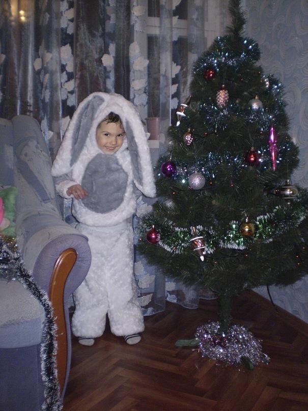 Детский костюм на новый год зайчик
