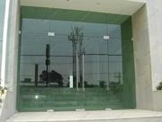 Фасадные двери,  перегородки,  конструкции - все из стекла